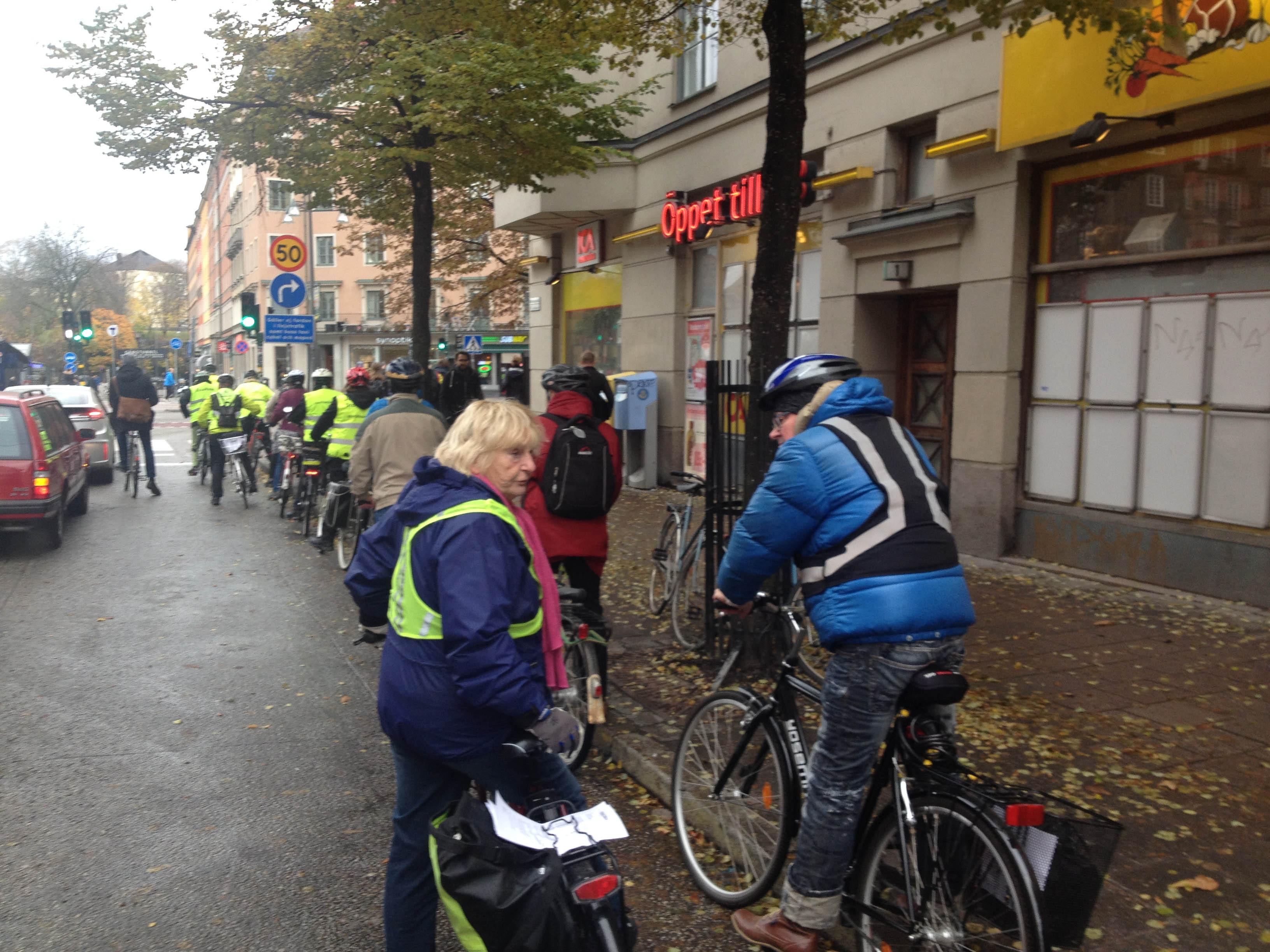 Cyklister visar att de vill ha möjlighet att ta med cyklarna på pendeltåget även från Odenplan.