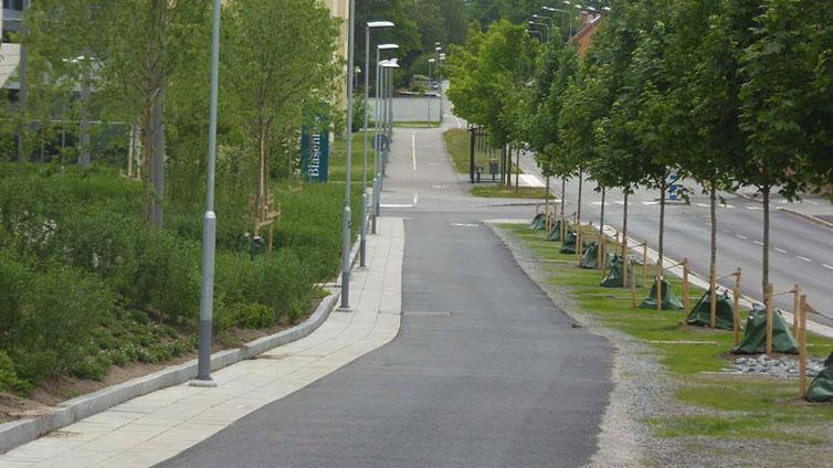Trång gångbana vid Segerstedthuset