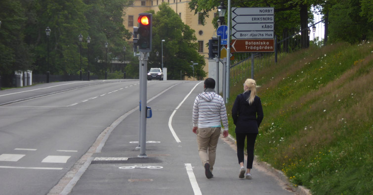 gångabanan längs Dag Hammarskjölds väg nedanför slottet
