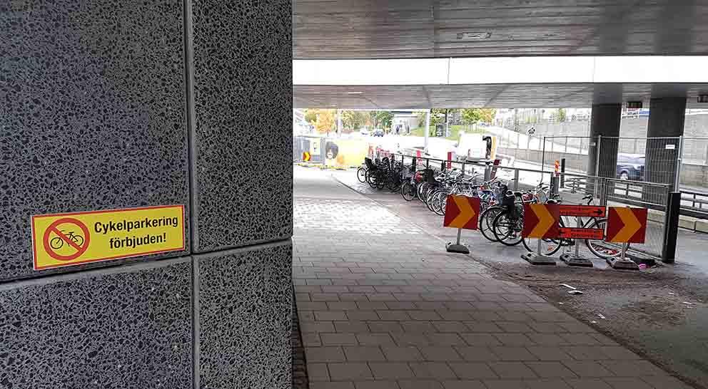 Resecentrum Cyklar parkerade vid södra entrén