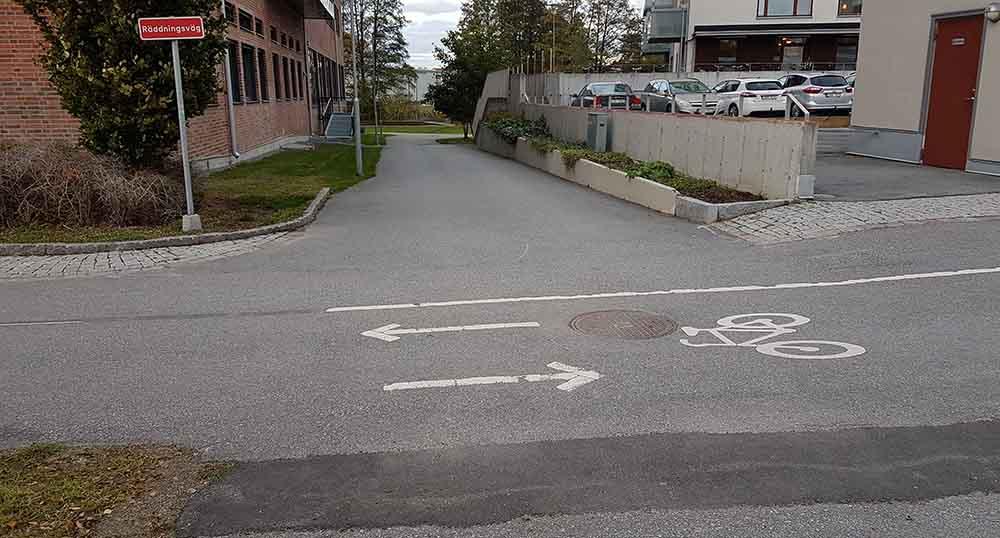 Markeringar för dubbelriktad cykelbana vid utfart