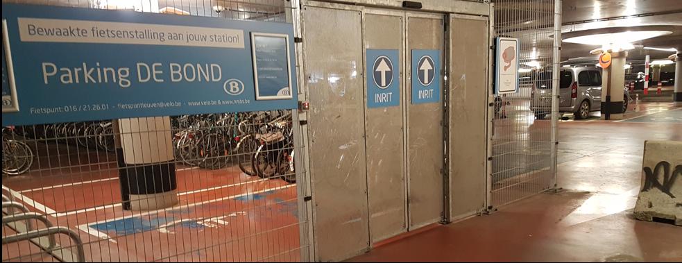 Cykelställ på tidigare bilplatser i garage